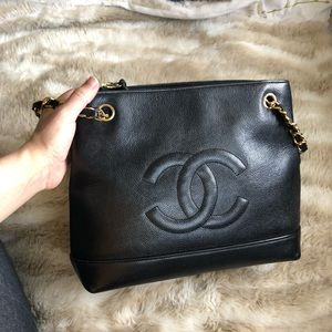 Auth. CHANEL CC caviar shoulder tote bag